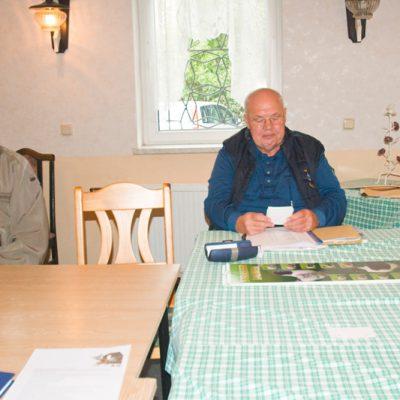 Gerald Wudi bei der Auszählung der Stimmzettel